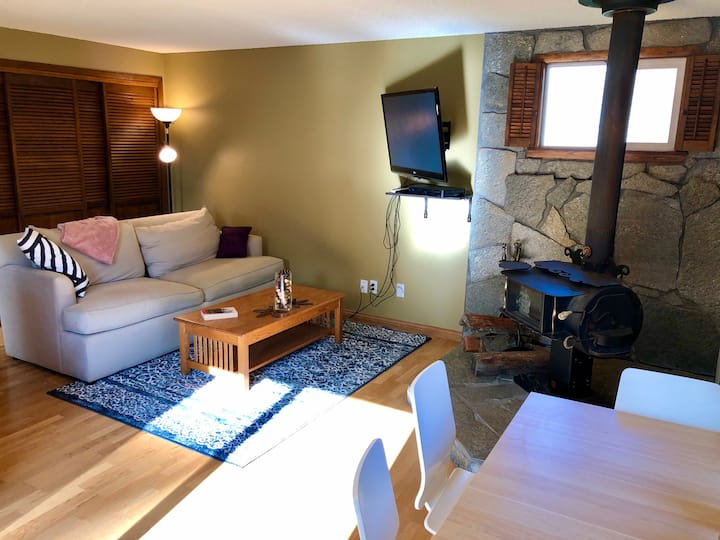 Relaxing Hideaway (pet friendly!/near airport!)