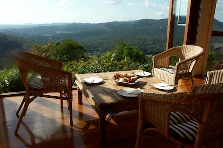 Stunning views, secluded, close to town - Mudgeeraba - บ้าน