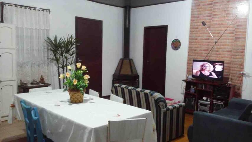 Casa em ambiente familiar muito próxima ao centro