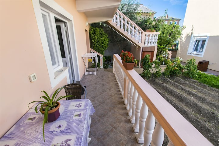 One bedroom Apartment, 30m from city center, seaside in Nin, Terrace