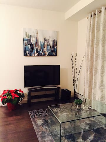 Furnished bedroom with Washroom - Calgary - Apartment