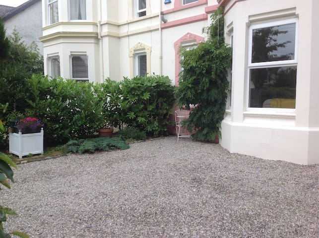 2 Double Rooms in Victorian home with gardens - Coleraine - House