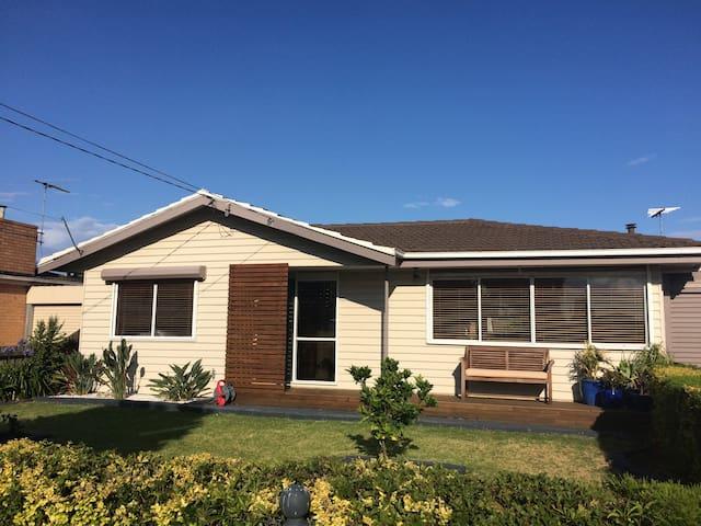 Spacious house in bayside Altona - Altona