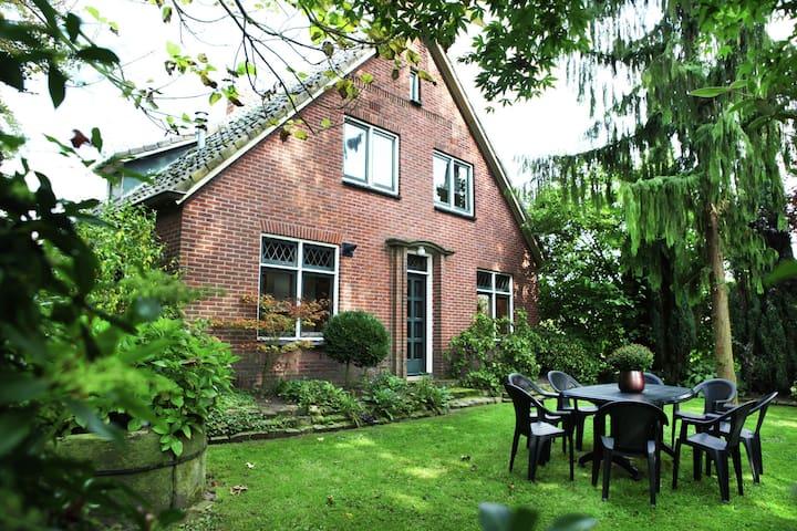 Casa di campagna con giardino / terrazza e trampolino ideale per escursionisti e ciclisti