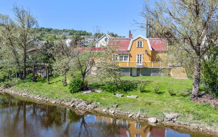 A gem on the banks of Børsa river - green room
