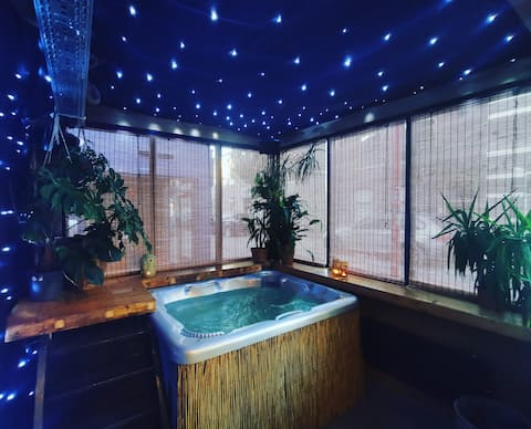 Support the hospitality industry: pop-up jungle - suite with jacuzzi
