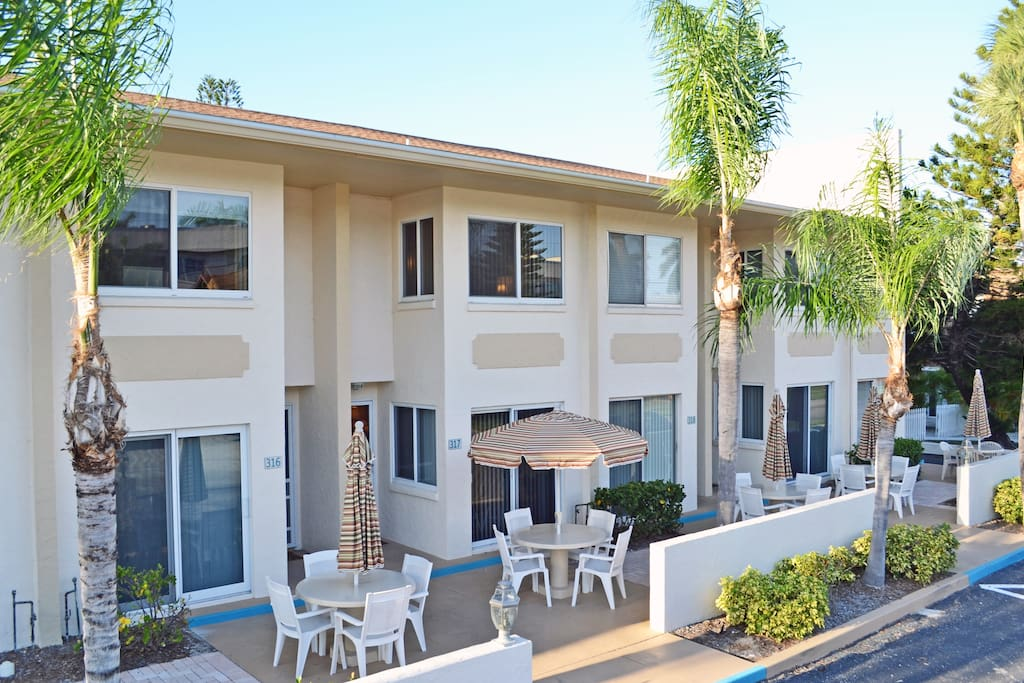 Siesta Key Beach Townhouse With Heated Pool And Accommodates Up To 8 Guests Condominiums For