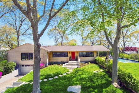 Modern Ranch w/ pool & steps to bay - Sag Harbor - House