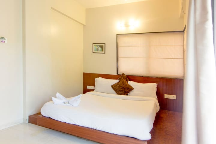 Independent 1BHK Appt+ Breakfast & Lunch or Dinner