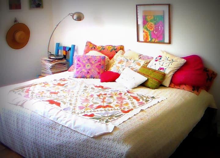 Quarto líndo, tranquilo e ensolarado em Pinheiros*