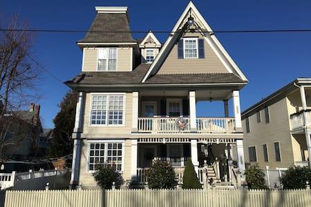 Victorian Seashore Cottage - Ocean City
