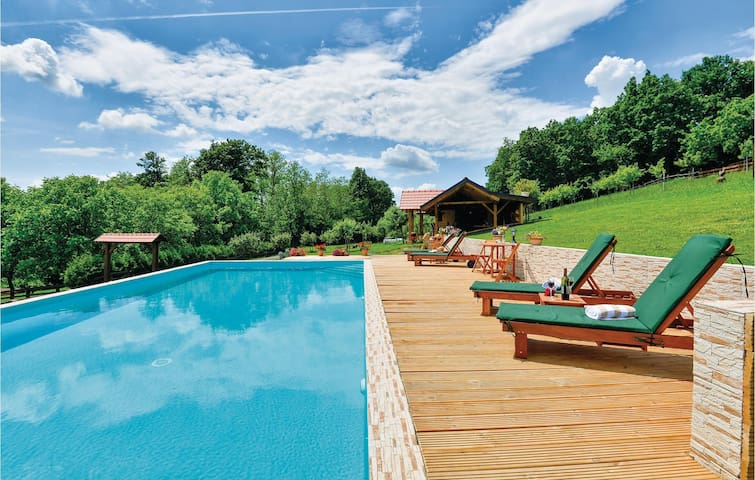 Holiday cottage with 4 bedrooms on 177m² in Novi Marof