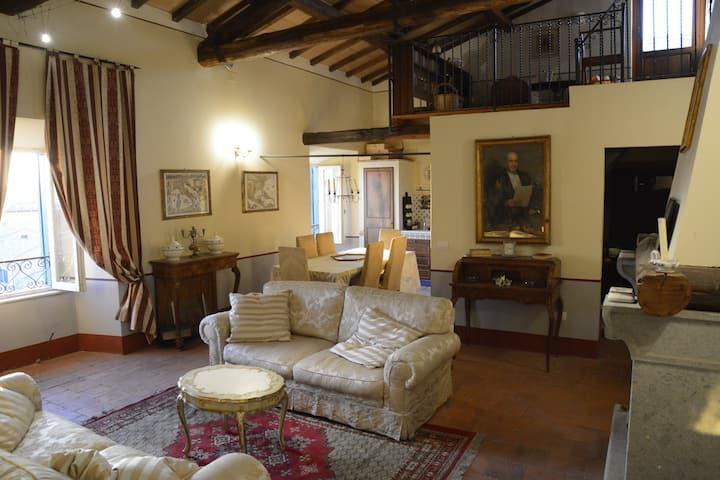 Dimora storica panoramica nel borgo antico