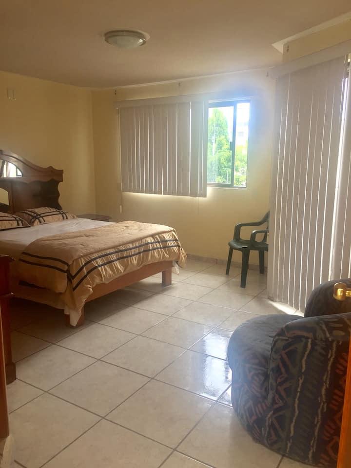 Linda, amplia habitación con Balcón