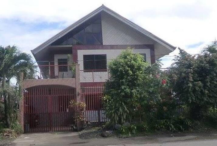 Mila's Villa (per room or whole house)