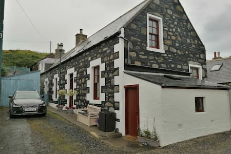 Harbour View Cottage, Sandend Village