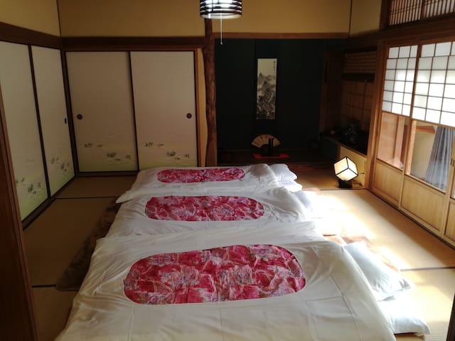 寝室1(3名)