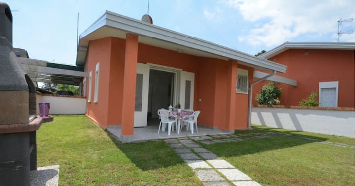 Bungalow for 4+2 pers with a/c in Bibione R76689