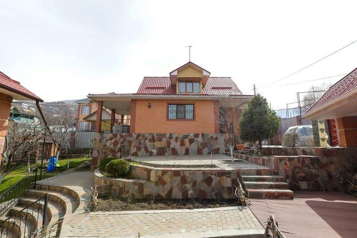 Karloff Villa