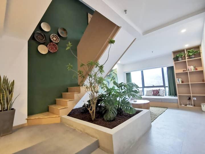 好舍之途出品#盛夏光年--热带绿植度假风超大浴缸河景房loft复式公寓未来方舟沿河商业区