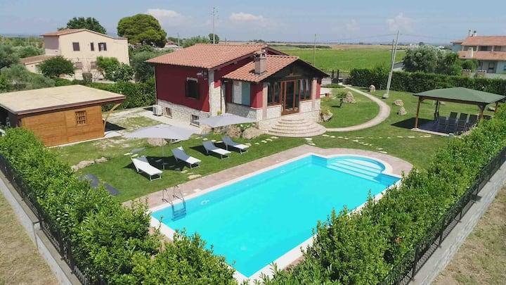 Elegante Villa con giardino e piscina 15 posti