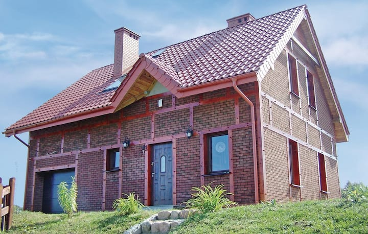 Stunning home in Izbica with WiFi and 3 Bedrooms