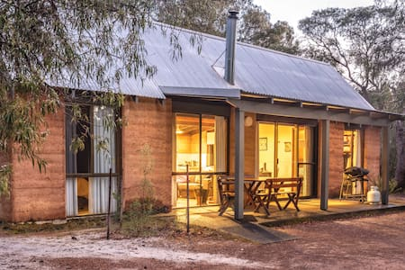 Bussells Bushland Cottages - Couples/Small Family