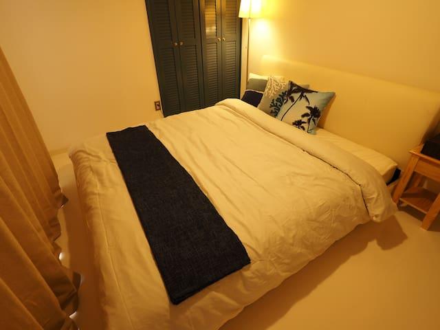 Bed room part 2(one queen bed)