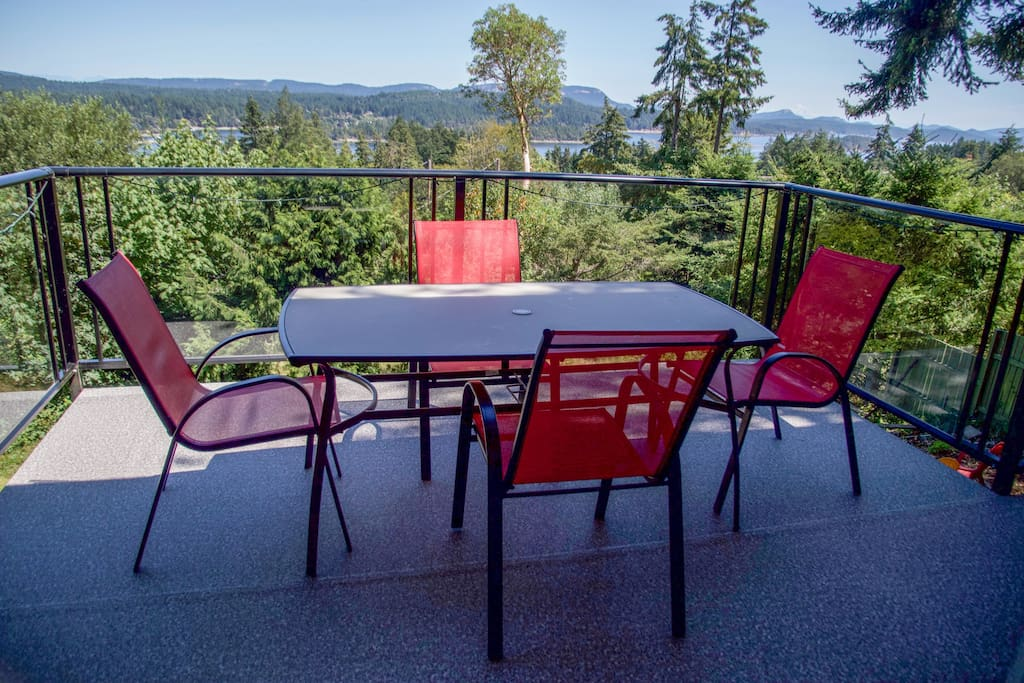 Dining table of the deck