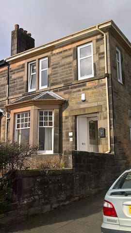 Riverside end terrace house with views - Stirling - Casa