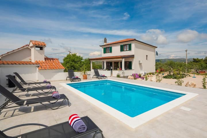 Fabulous Villa in the centre of Dalmatia