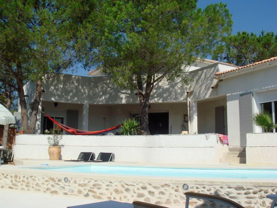 Villa bord de mer avec piscine villas louer san for Camping corse bord de mer avec piscine