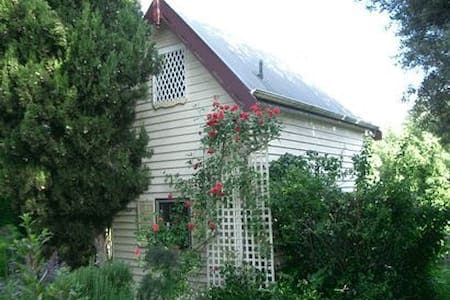 Master's Stable - New Norfolk - Bed & Breakfast