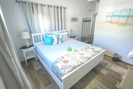 La Jamaca King Bed Room with balcony and hammock!
