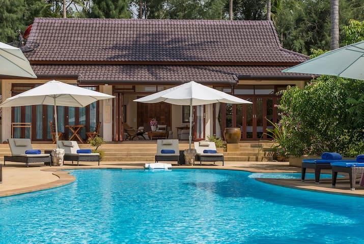 Luxury Beachfront Villa, 1BRM, with swimming pool