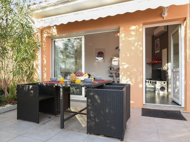 Sunny flat with terrace and parking close to beaches in Anglet - Welkeys