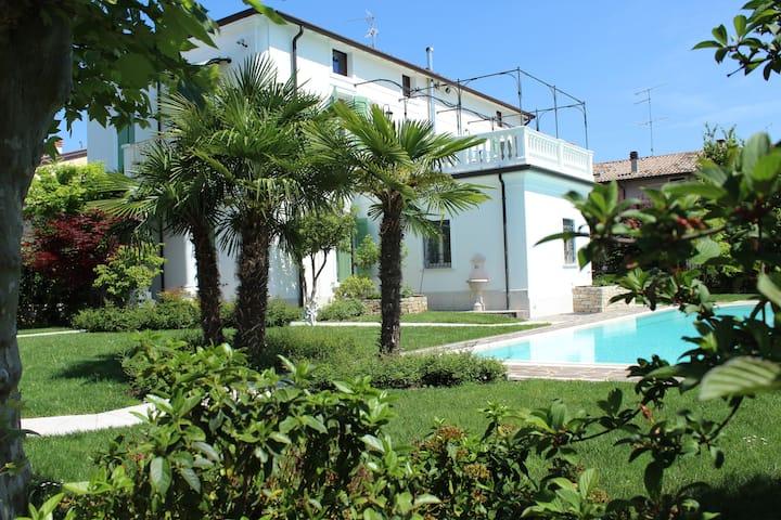 B&B Stanza in Villa con piscina Lago di Garda