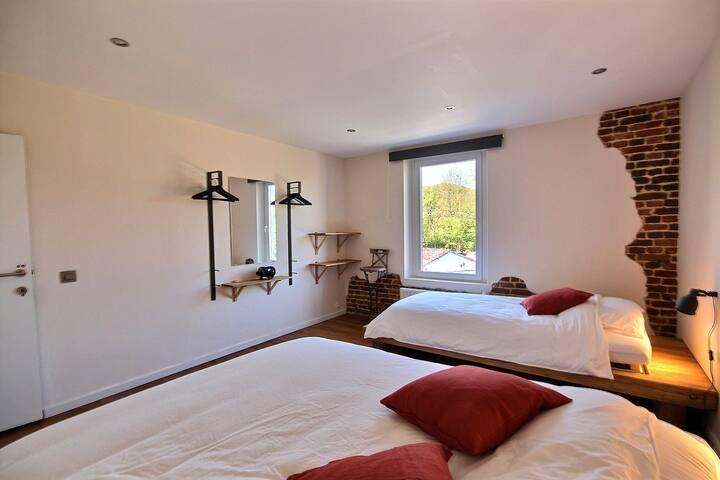 Chambre Trio (1 lit simple et 1 lit double)