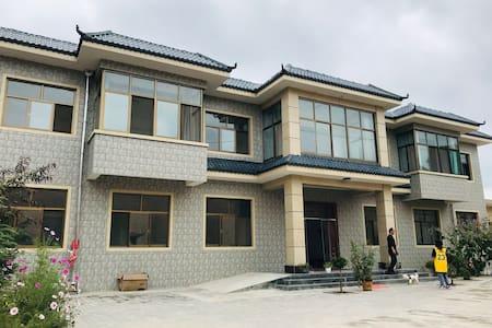 贾太花园民宿客栈 订房热线:18719726210,13884165086。