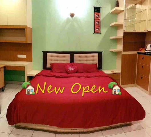 New : 5min to JonkerWalk/Comfy Home for 12pax/Wifi