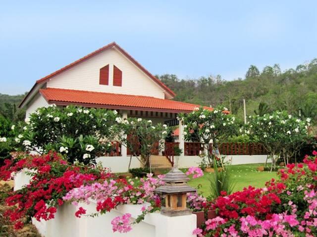 Villa Huana, Rustig onder een ruime veranda - Tambon Nong Kae - 別荘