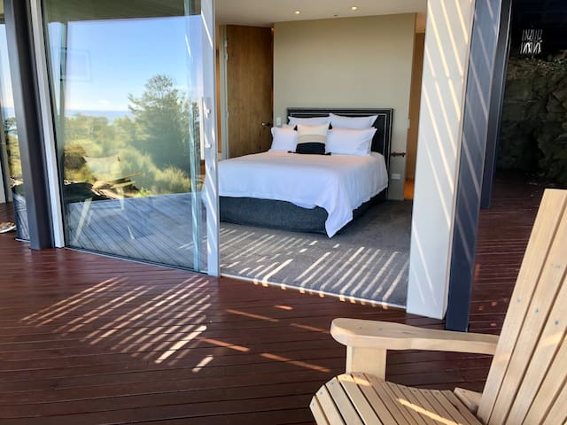 """""""This is the best kept secret of Nelson. We felt that we were in a paradise for two days. Its is so quiet, calm and magical up there. Views are absolutely stunning and house itself is all you can wish for. Natalia and Carl are so so thoughtful ...."""""""