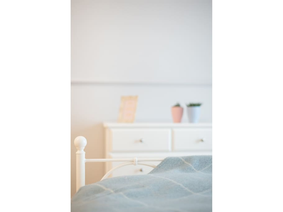 podwójne łóżko szer. 160 cm, ortopedyczny, bardzo wygodny materac