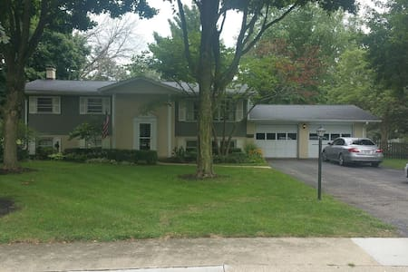 Private room in fun, spacious house - 1 of 2 rooms - Plainfield