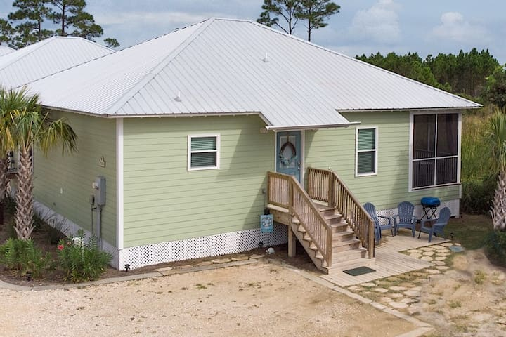 3/2 Cottage with Golf Cart!