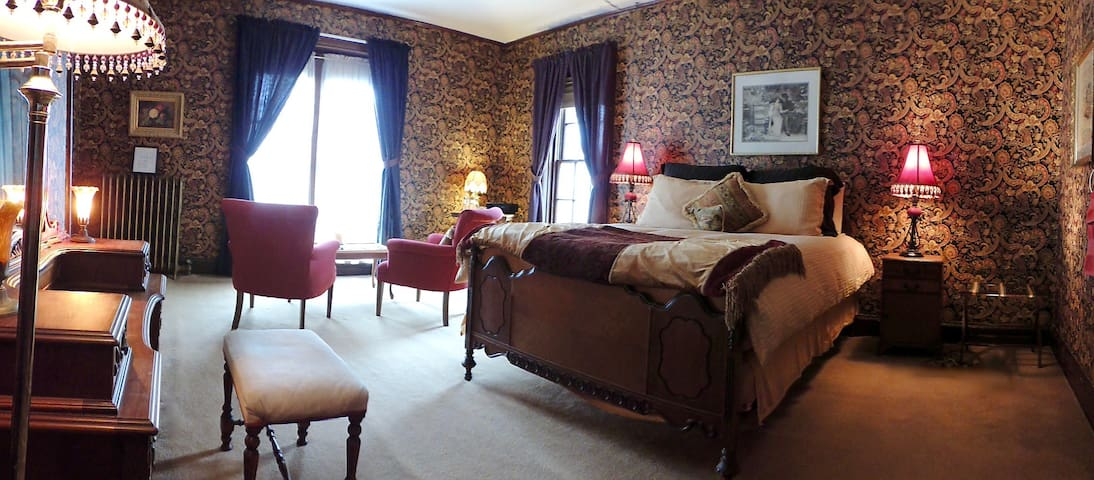 Historic Felt Manor - Lucius Felt Room - Galena