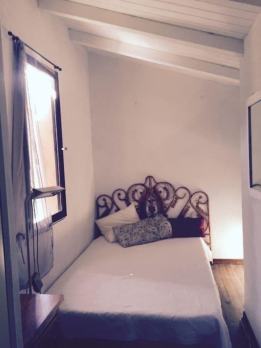 Chambre du haut lit double 140cm dans la mezzanine