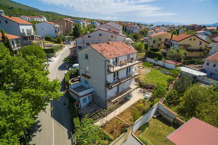 Cozy studio apartment for 2 people in Selce (2)