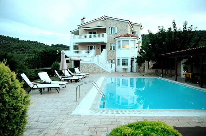 Spacious And Luxurious Villa - Bella villa