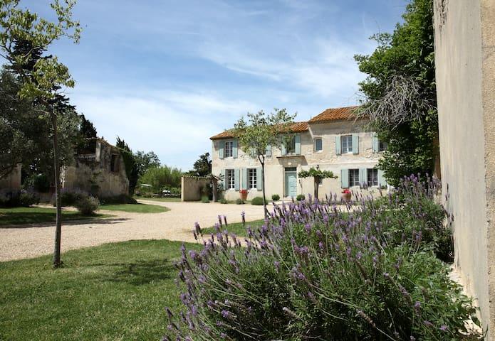 Chambre d'hôtes du Mas Petit Prince - Arles - Guesthouse